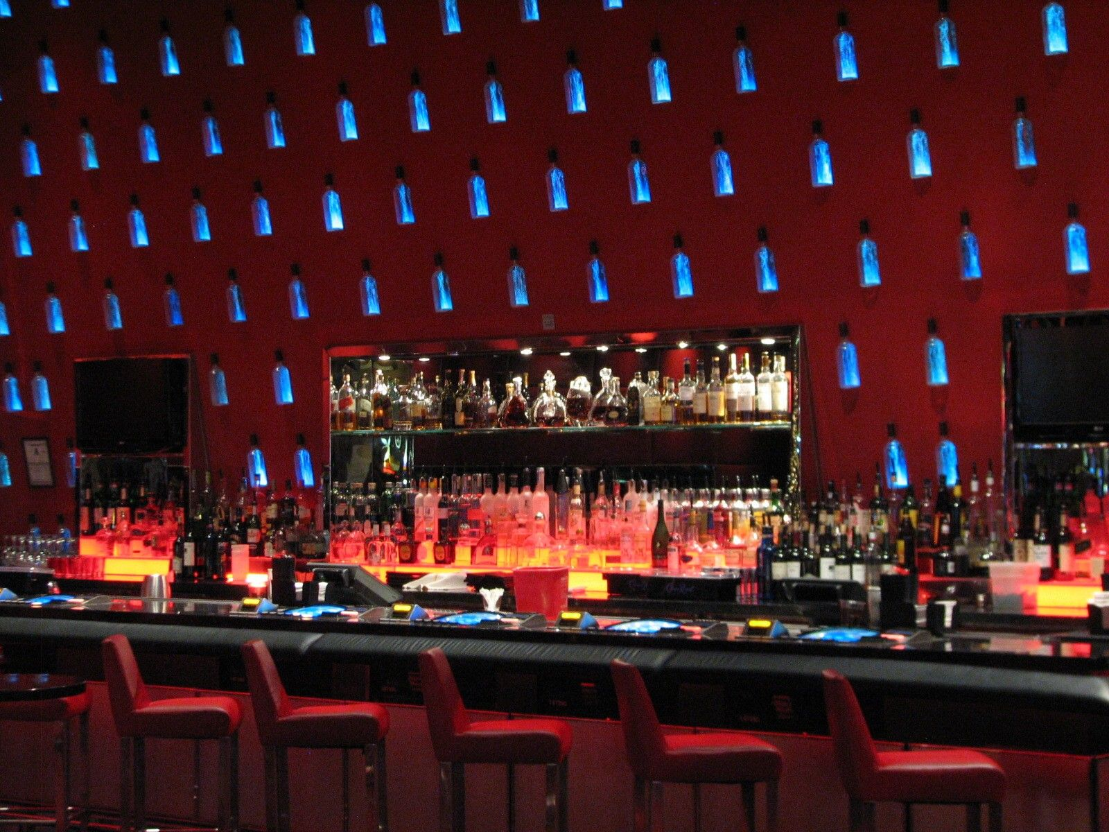 Las vegas highlights 2 skyscraperpage forum for Fish restaurant mgm
