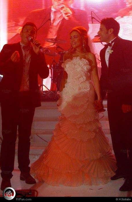 صور النجم عمرو دياب فى حفل زفاف الفنان محمد حماقى ونهلة الحجرى 2011 / 12 / 7 38871710150602375734782.jpg